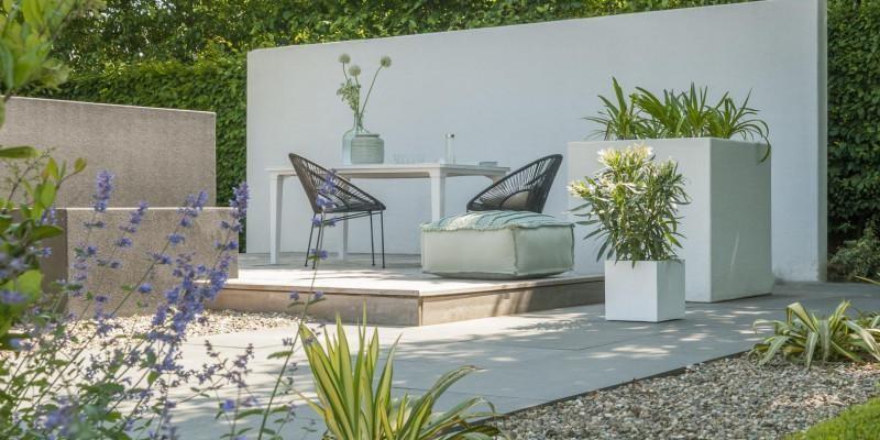 Tuin Met Keramische Tegels.Keramische Tegels In De Tuin Verwerken